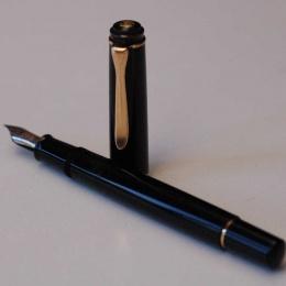 Gebraucht Pelikan Classic M200 Schwarz Kolbenfüllhalter