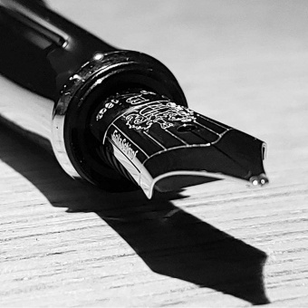 Graf von Faber-Castell Guilloche Chevron Sonderedition Italic 50 Füllhalter