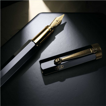Montblanc Heritage Collection Egyptomania Special Edition Resin Kolbenfüllhalter